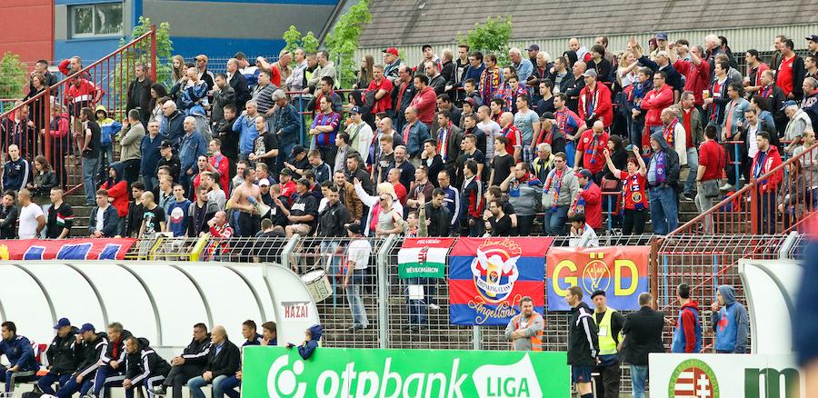 Negyedik busz is indulhat Dunaújvárosba - VASAS FC 32a9a4047b