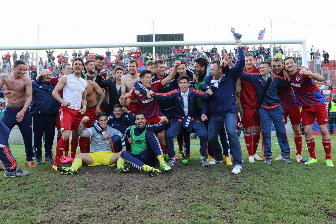 Kire Ristevski (first from right) celebrating with his teammates, photo: vasasfc.hu.hu
