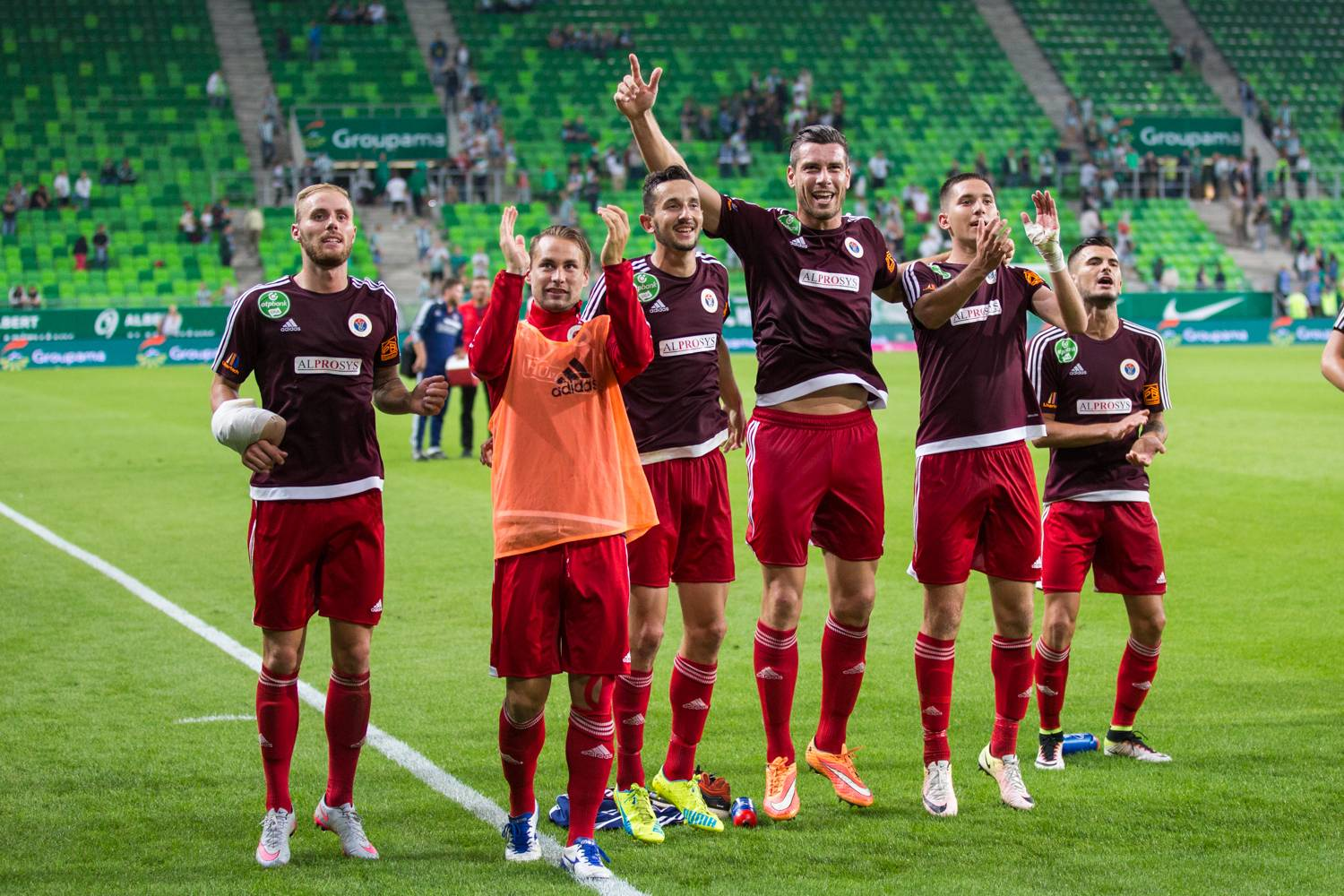 Kire Ristevski (third from left) celebrating with his teammates, photo: vasasfc.hu